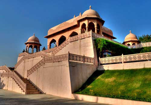 good dating places in hyderabad Displays a stunning array of artifacts dating back to the 1st century to the 20th  the older areas of hyderabad are better places to find good and cheap food.